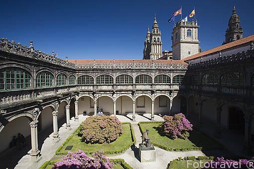 Patio interior del colegio Fonseca. Santiago de Compostela. Ciudad Patrimonio de UNESCO. A Coruña. España