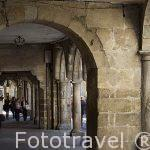 Soportales en la calle Canton do Toural. Santiago de Compostela. Ciudad Patrimonio de UNESCO. A Coruña. España