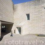 Edificio moderno junto museo del Pueblo Gallego. Santiago de Compostela. Ciudad Patrimonio de UNESCO. A Coruña. España