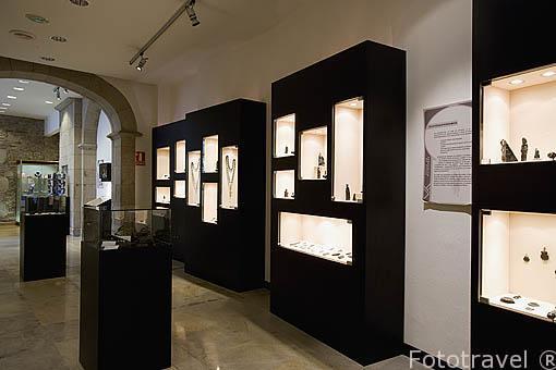 Piezas de azabache en el museo Azabache. Plaza Cervantes 12. Santiago de Compostela. Ciudad Patrimonio de UNESCO. A Coruña. España