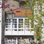 Balcones de una casa en el casco antiguo. Santiago de Compostela. Ciudad Patrimonio de UNESCO. A Coruña. España
