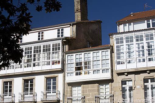 Balcones tipicos en la plaza de Mazarelos. Santiago de Compostela. Ciudad Patrimonio de UNESCO. A Coruña. España