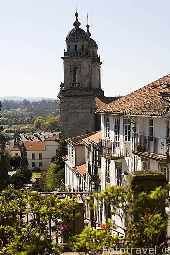 Calle de Costa Vella, al fondo la iglesia de San Francisco. Santiago de Compostela. Ciudad Patrimonio de UNESCO. A Coruña. España