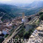 El pueblo de CHULILLA visto desde su castillo. A sus pies pasa el río Turia. Valencia. Comunidad Valenciana. España