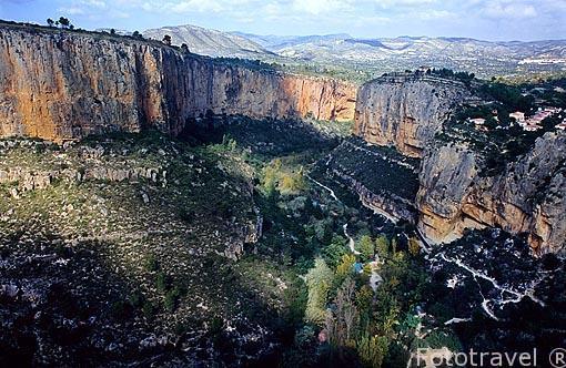 El cañón del río Turia. Cerca del pueblo de CHULILLA. Valencia. Comunidad Valenciana. España