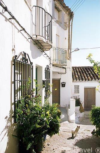 Calle en el barrio de la Peñeta. Pueblo de CHULILLA. Valencia. Comunidad Valenciana. España