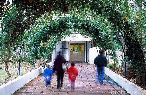 Entrada. Balneario de Fuencaliente. A las afueras del pueblo de CHULILLA. Valencia. Comunidad Valenciana. España