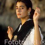Srta. Cora Martinez vestida con una Lasaya para bailar La Jota. Pueblo de CHULILLA. Valencia. Comunidad Valenciana. España (M.R.044)