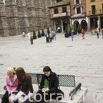 Plaza del Azoguejo y detras el acueducto romano. SEGOVIA. Ciudad Patrimonio de la UNESCO. Castilla y Leon. España