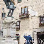 Estatua de Juan Bravo en la plaza Medina del Campo. SEGOVIA. Ciudad Patrimonio de la UNESCO. Castilla y Leon. España