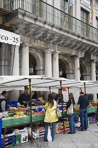 Mercado en la plaza Mayor. SEGOVIA. Ciudad Patrimonio de la UNESCO. Castilla y Leon. España