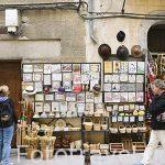 Tiendas de recuerdos en la calle Marques del Arco. SEGOVIA. Ciudad Patrimonio de la UNESCO. Castilla y Leon. España