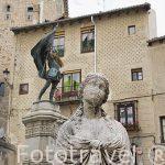 En el centro la estatua de Juan Bravo en la plaza Medina del Campo. SEGOVIA. Ciudad Patrimonio de la UNESCO. Castilla y Leon. España