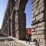 Acueducto romano de Segovia, construido el s.I-II y turista