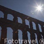 Contraluz del acueducto de Segovia fabricado por los romanos