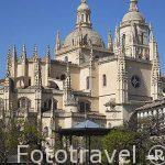 Plaza Mayor de Segovia con la catedral al fondo en Vertical