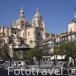 Plaza Mayor con catedral al fondo en la ciudad de Segovia