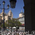 Plaza Mayor de Ciudad de Segovia desde soportal