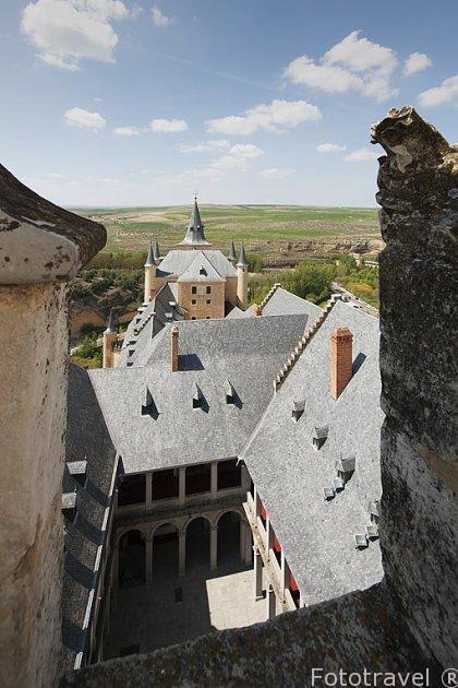 Vista vertical del Alcázar de Segovia desde una Torre