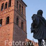 Torre mudejar de la iglesia de San Roman y escultura de Garcilaso de la Vega. Toledo. Ciudad Patrimonio de la Humanidad, UNESCO. Castilla La Mancha. España