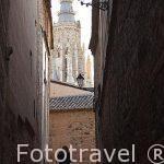 Callejón y la torre de la catedral. Ciudad de Toledo. Ciudad Patrimonio de la Humanidad, UNESCO. Castilla La Mancha. España