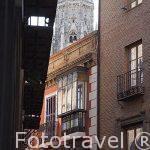 Calle de la Trinidad, al fondo la torre de la catedral. Toledo. Ciudad Patrimonio de la Humanidad, UNESCO. Castilla La Mancha. España