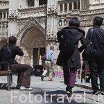 Turistas frente a la catedral. Toledo. Ciudad Patrimonio de la Humanidad, UNESCO. Castilla La Mancha. España