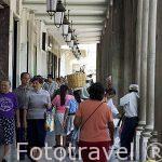 Soportales en la plaza Mayor. Ciudad de GUATEMALA. Centroamerica