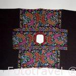 Huipil, vestimenta que se introduce por el cuello. Tipico de Guatemala. Centroamerica