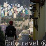 Calle Chikanil y al fondo el colorido cementerio. CHICHICASTENANGO. Departamento de Quiche.Guatemala. Centroamerica