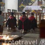 Cofraddes en la iglesia de Santo Tomas. CHICHICASTENANGO. Departamento de Quiche. Guatemala. Centroamerica