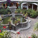 Hotel Santo Tomas con patio de estilo colonial. CHICHICASTENANGO. Departamento de Quiche. Guatemala. Centroamerica