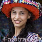 Chica con su huipil y gorro tradicional. SANTIAGO DE ATITLAN. Departamento de Sololá. Guatemala. Centroamerica. MR.086