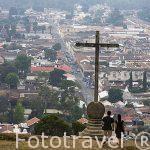 Mirador del Cerro de la Cruz sobre la ciudad de ANTIGUA. Departamento de Sacatepequez. Guatemala. Centroamerica