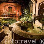 Jardines y fuentes. Hotel Santo Domingo. Ciudad de ANTIGUA. Departamento de Sacatepequez. Guatemala. Centroamerica