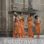 Damas de honor para la celebracion de una boda. Ciudad de ANTIGUA. Departamento de Sacatepequez. Guatemala. Centroamerica