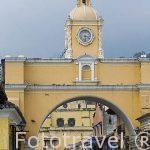 Arco de Santa Catalina en calle del Arco. Ciudad de ANTIGUA. Departamento de Sacatepequez. Guatemala. Centroamerica
