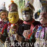 """Baile del Toro con mascaras de animales y """"conquistadores"""". Ciudad de ANTIGUA. Departamento de Sacatepequez. Guatemala. Centroamerica"""