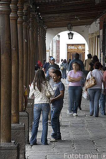 Soportales en la plaza y parque Central de ANTIGUA. Departamento de Sacatepequez. Guatemala. Centroamerica