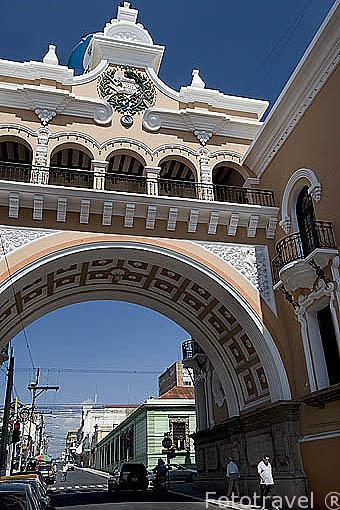Copia del arco de Santa Catalina de Antigua en la ciudad de GUATEMALA. Guatemala. Centroamerica