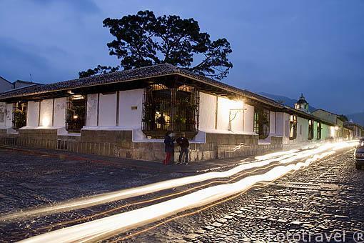 Cruce con Avenida Norte. Ciudad de ANTIGUA. Departamento de Sacatepequez. Guatemala. Centroamerica