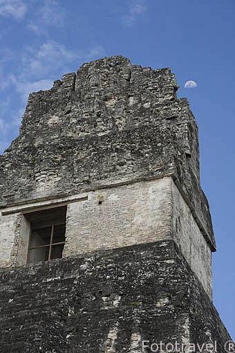 El templo I, del Jaguar. La Plaza Central. Complejo maya de TIKAL. Departamento de Peten. Guatemala. Centroamerica