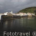 Puerto y bahia de Porto Pim y la fortaleza protegiendo el barrio de Angustias. Ciudad de Horta. Isla de FAIAL. Azores. Portugal
