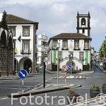 El edificio del Ayuntamiento preside la plaza. En Ponta Delgada. Isla de SAO MIGUEL