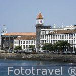 La poblacion de Ponta Delgada junto al mar. Isla de SAO MIGUEL