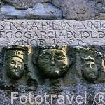 Detalle de una lapida en la fachada de la capilla de Santa Maria del Campo (1461). CASTROPOL. Zona del Eo. Asturias. España