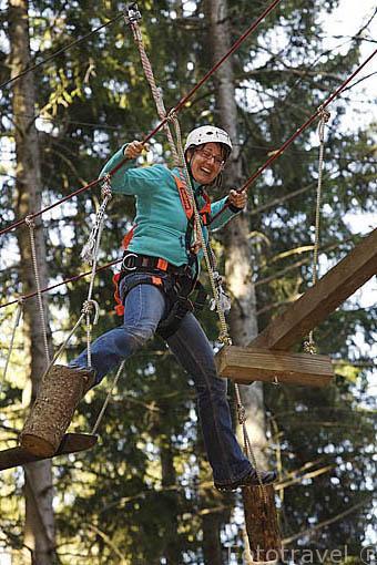 Actividades deportivas en el bosque con la empresa Action Forest. Población de TITISEE- Neustadt. Zona de la Selva Negra. Alemania - Germany M.R.093
