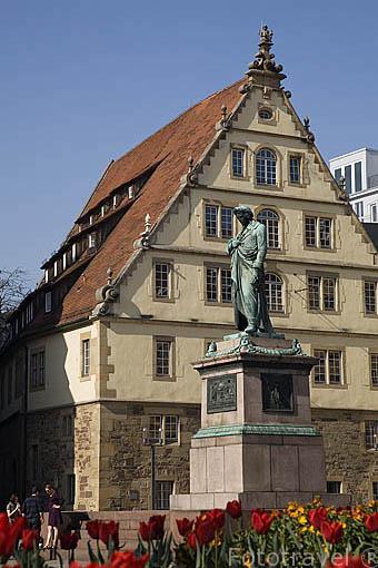Plaza de Schillerplatz y estatua del poeta y dramaturgo Friedrich Schiller (Finales del XIX). Ciudad de STUTTGART. Zona de la Selva Negra. Alemania - Germany