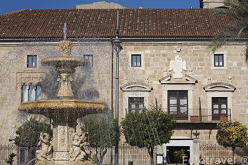 Fuente decorativa en la Plaza de España. MERIDA. Ciudad Patrimonio de la Unesco. Badajoz. Extremadura. España
