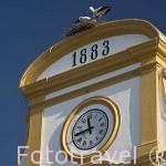 Detalle de la fachada del Ayuntamiento y nido de cigueñas. Año de 1883 en la Plaza de España. MERIDA. Ciudad Patrimonio de la Unesco. Badajoz. Extremadura. España
